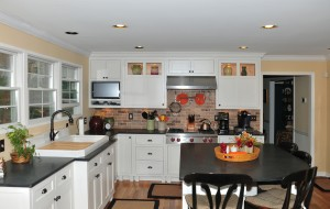 Pic 1 Coastal beach house kitchen in white